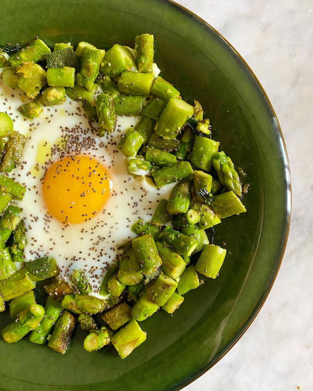 uovo-e-asparagi