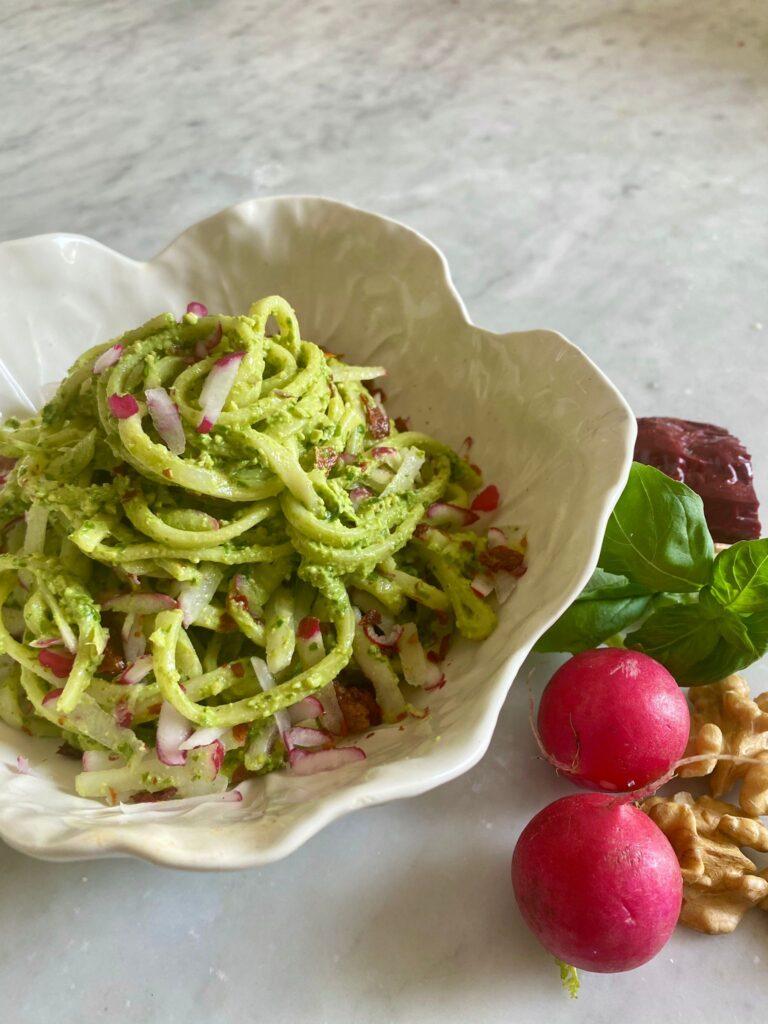 pasta-con-crema-di-foglie-di-ravanelli